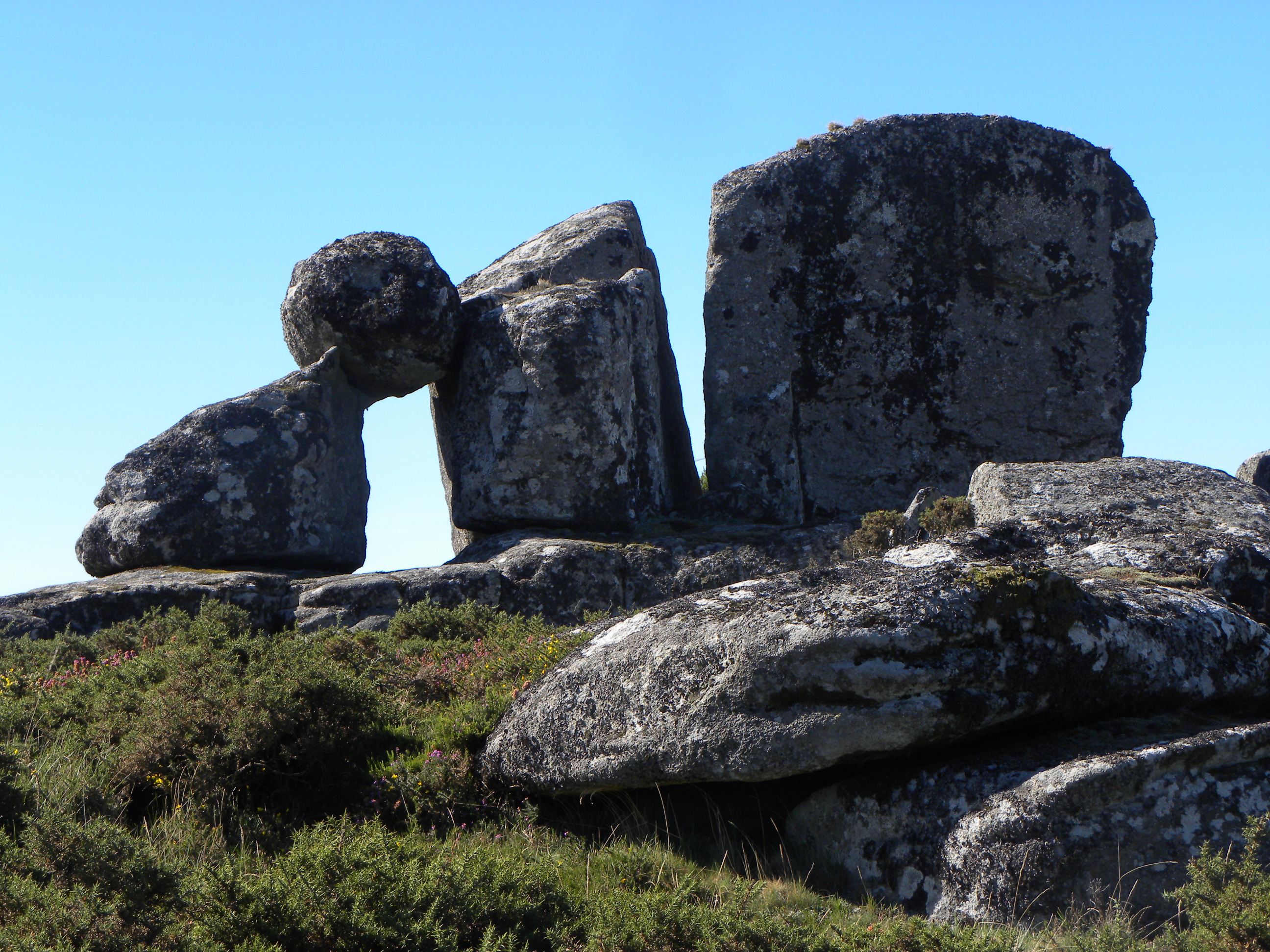 La piedra y el hombre galiciaunica for Las puertas de piedra amazon