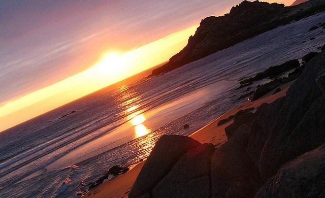 La magia la pone el sol final de la tarde, para que el castro y la playa nos enamoren... Esto es Baroña.