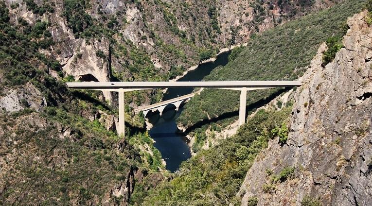 Viaducto sobre el Sil desde a Serra da Lastra.