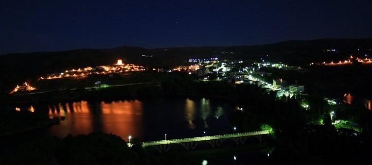 Viana de noche