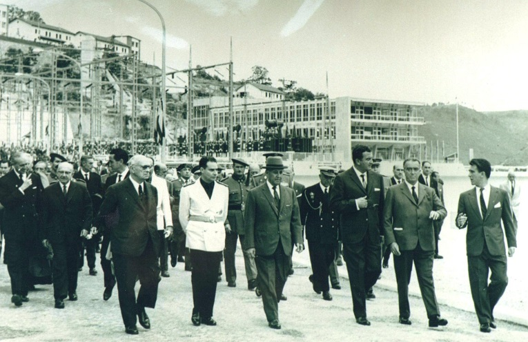 La comitiva oficial llegó a Belesar a las doce y media de la mañana. (Archivo: A.P.)
