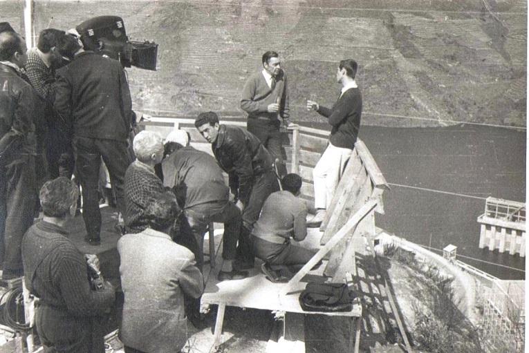 """Un momento de rodaje en la central de Belesar del filme """"Fuego"""", protagonizado por Barry Sullivan y Martha Hyer.(Archivo: A.P.)"""