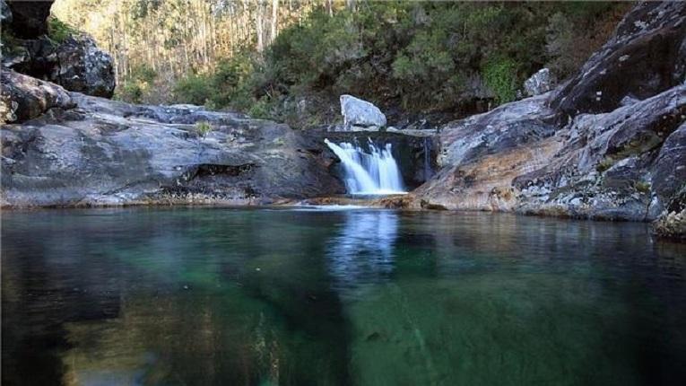 Las piscinas de la sierra del barbanza galiciaunica for Piscinas naturales horcajo de la sierra