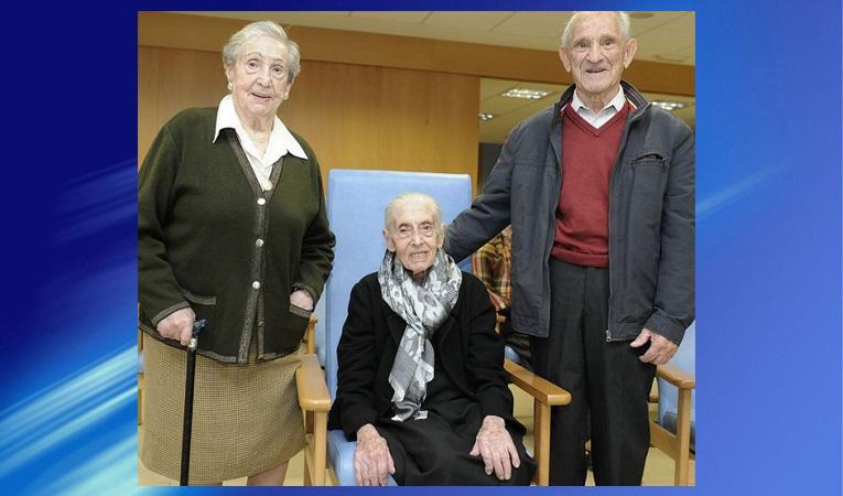 Otilia Cabada Bértolo, 102 años; Joaquina Rosa García Álvarez, de 100; y Telesforo Nieto, también centenario.